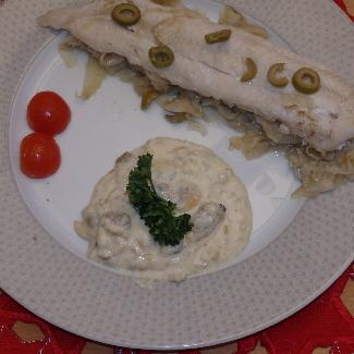 Sole fillets with fennel and clam sauce