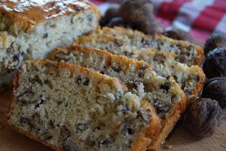 Salty Cake with walnuts and blue cheese